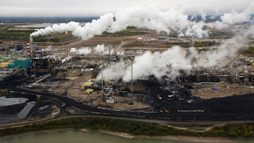 Tar sands processing plant in Canada