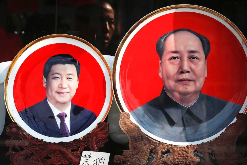 Souvenir plates bearing images of Xi Jinping and Mao Zedong.