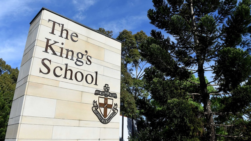 The Kings School signage