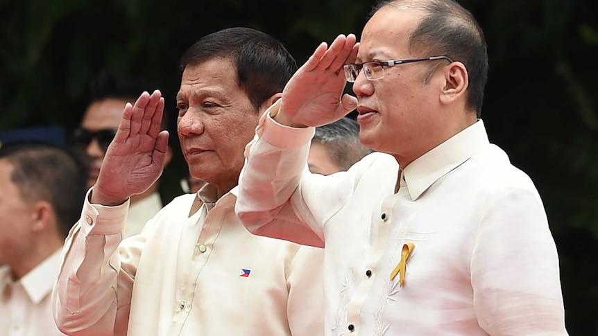 Outgoing Philippines President Benigno Aquino (R) and his successor Rodrigo Duterte (centre-L).