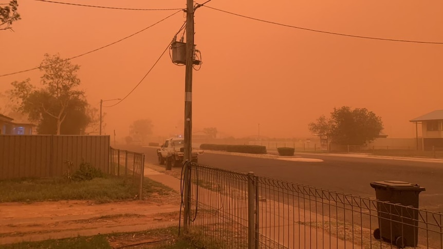 Thargominah streets covered in dust storm