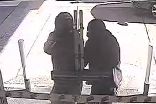 Masked men attempt to enter a 7-Eleven store in Melba.