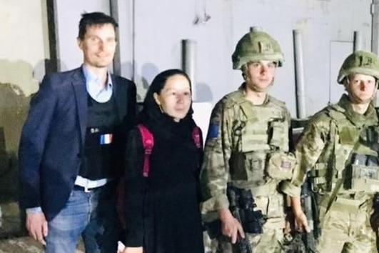 Paralympian Zakia Khudadadi with French and UK troops.