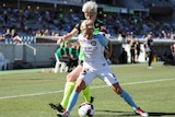 Jess Fishlock and Michelle Heyman compete for the ball