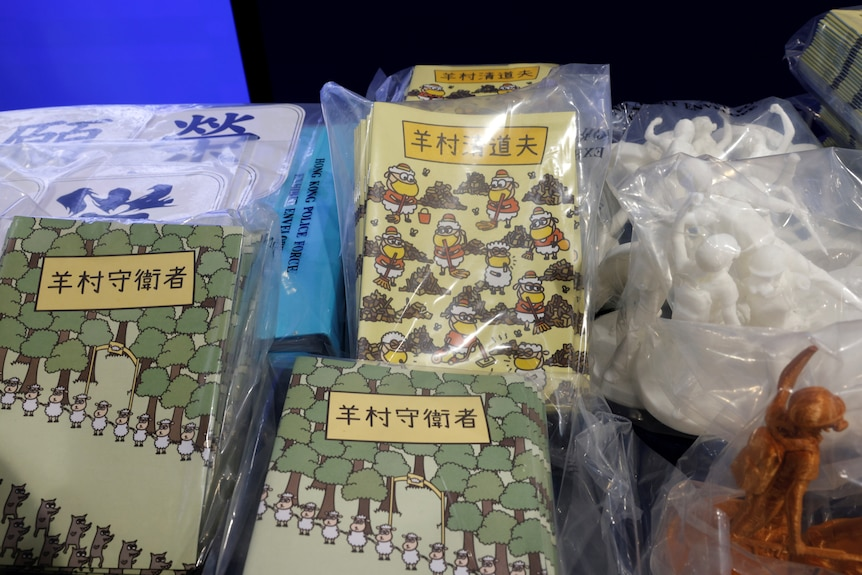 Piles of children's books with Chinese writing on the covers.