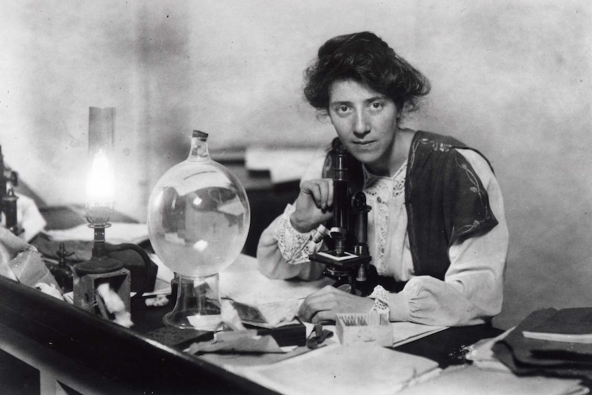 Marie Stopes in her laboratory in 1904.