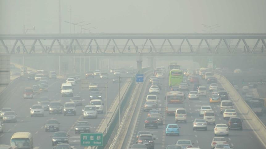Beijing traffic in heavy smog
