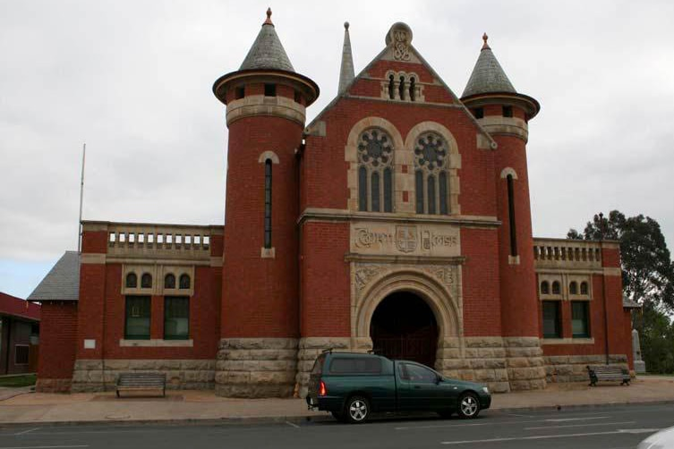 Exterior of the  Bairnsdale Magistrates Court.
