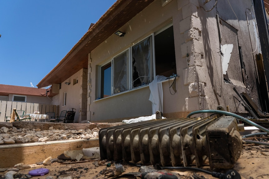 A house in Ashkelon is damaged.