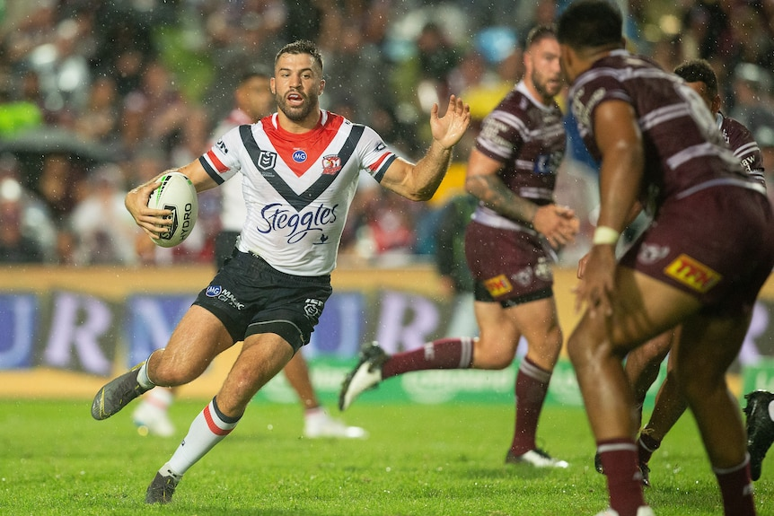 James Tedesco jinks in his run with the ball for the Sydney Roosters in an NRL match against the Manly Sea Eagles