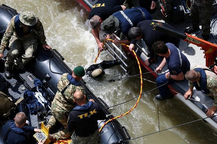 South Korean special rescue team diver enters the water in the Danube in Budapest, Hungary, on May 31, 2019