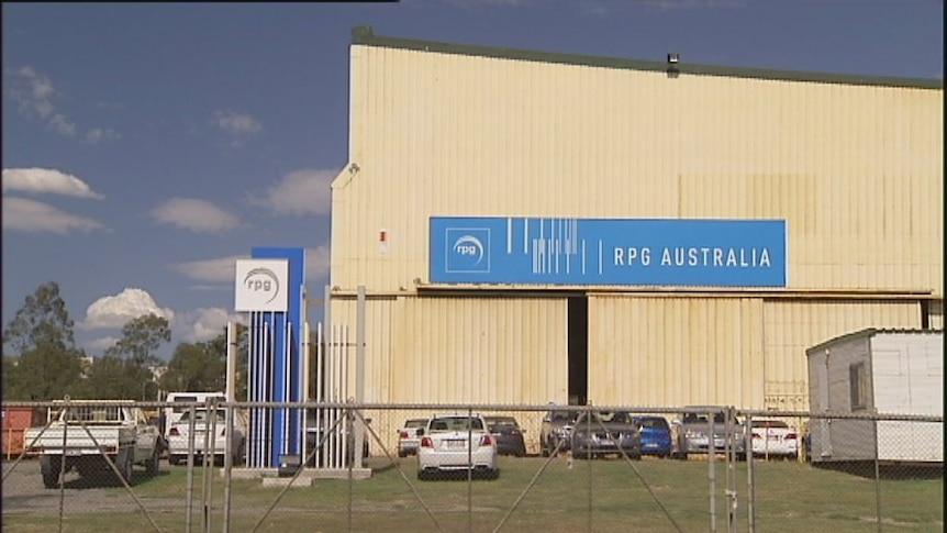 Steel maker sheds staff