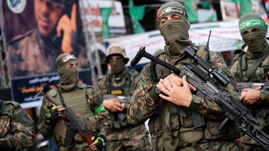 Hamas militants parade in Gaza humanitarian aid convoy heads to the enclave as ceasefire talks persist – ABC News
