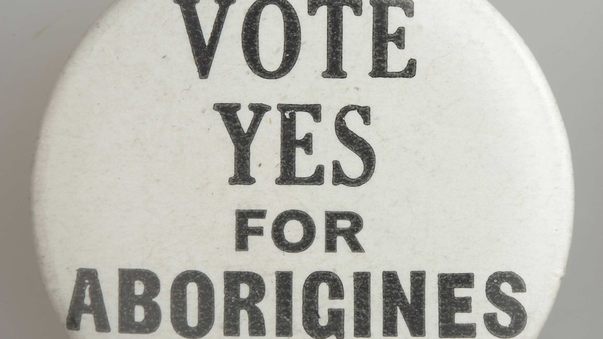 A badge reading Vote Yes for Aborigines.