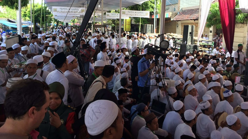 Audience waits for President Joko Widodo in Pekalongan