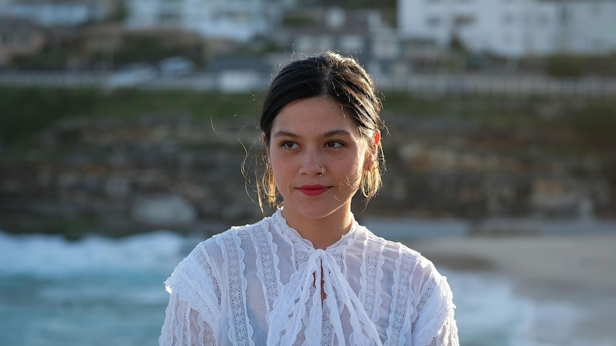 Woman wearing a white blouse and red lipstick