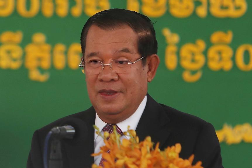 El primer ministro de Camboya, Hun Sen, pronuncia un discurso