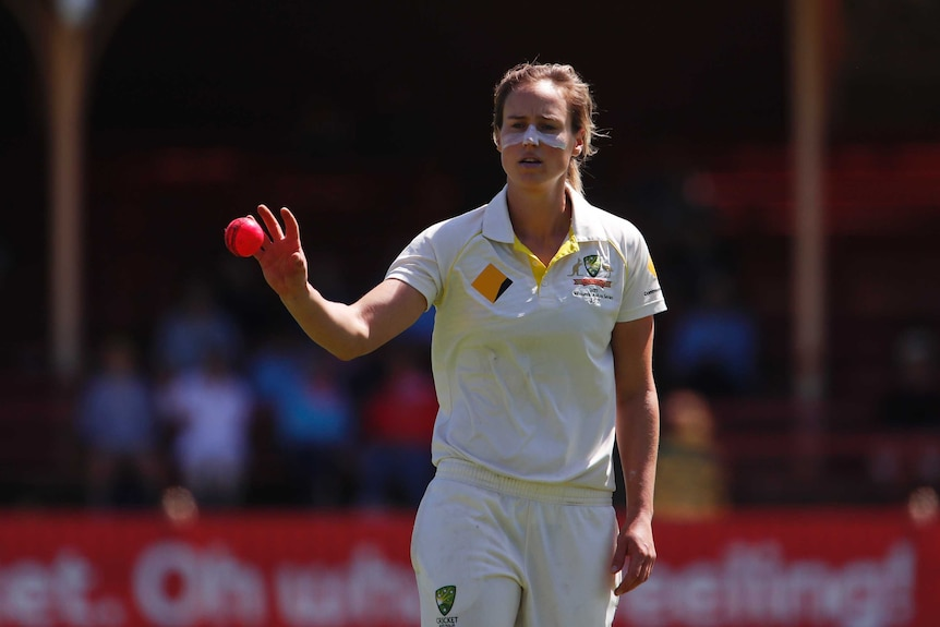 Ellyse Perry readies to bowl in Women's Ashes Test
