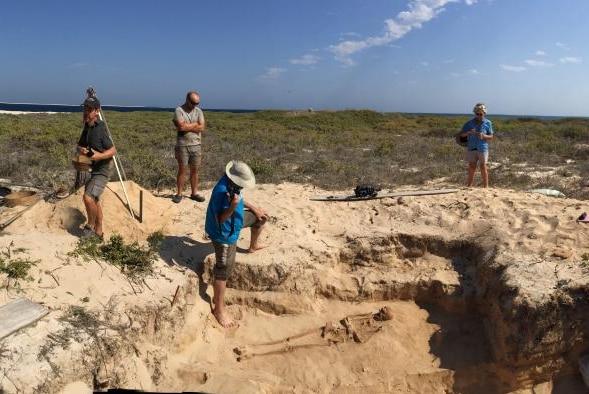 Archaeologists uncover more Batavia bones