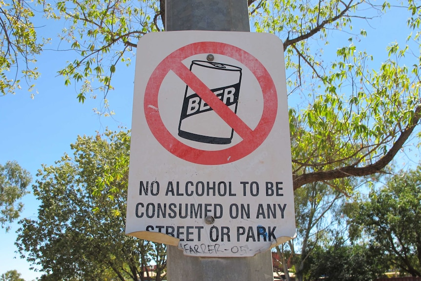 A sign in Halls Creek banning the consumption of alcohol.