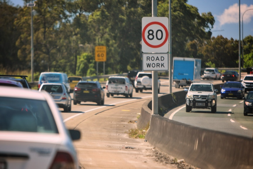 Congestion on M1 with 80kph and roadwork signs.