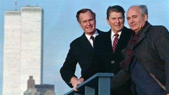 George W Bush Snr, Ronald Regan and Mikhail Gorbachev posing for a photo.