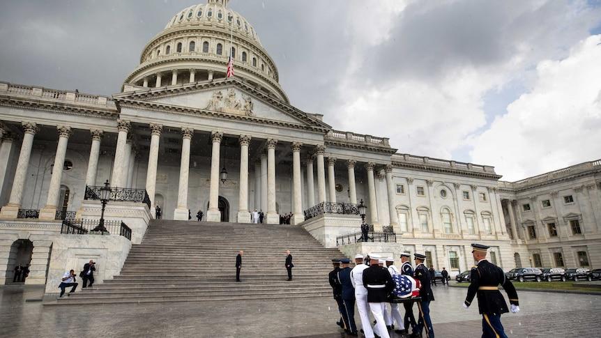 Congressional leaders say goodbye to John McCain (Reuters: Jim Lo Scalzo)