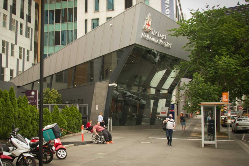 The front entrance of the Royal Melbourne Hospital.