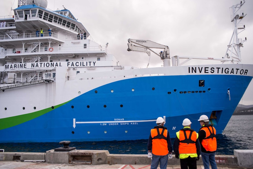 RV Investigator sidles up to the CSIRO wharf for the first time