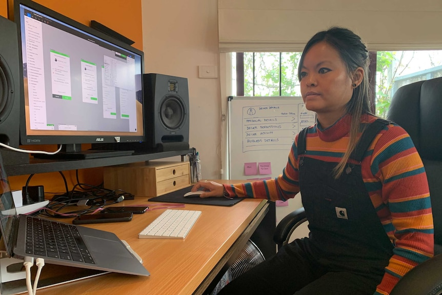 Ariana Yeung at her desk on her computer.