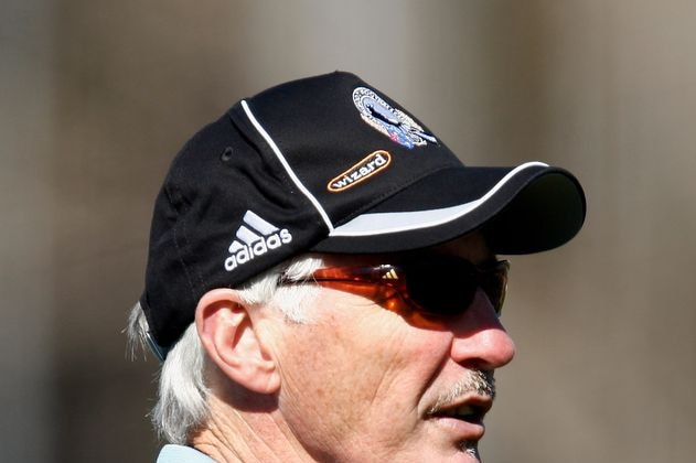 Mick Malthouse talks to his players during Collingwood training