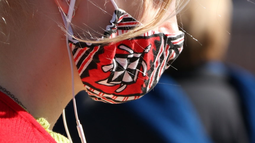 A young woman in a face mask