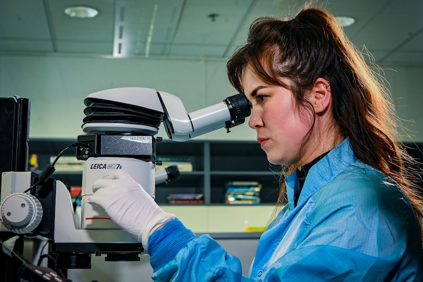 A female scientist in the lab.