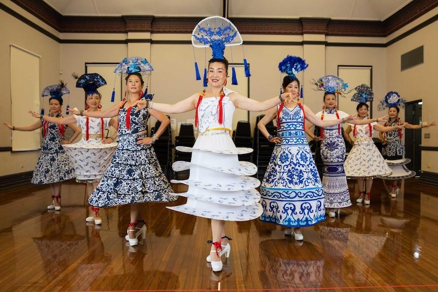 合唱团阿姨们将身着创意传统服饰。
