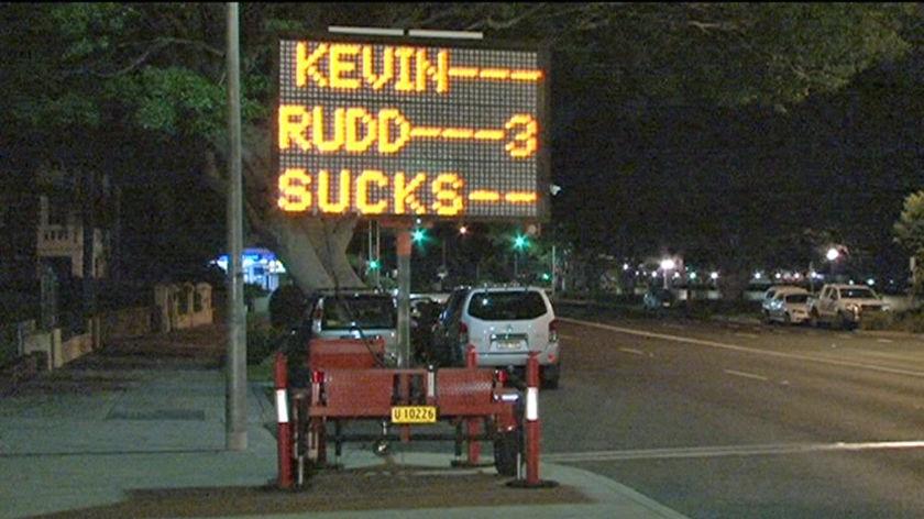 Road sign: Kevin Rudd sucks