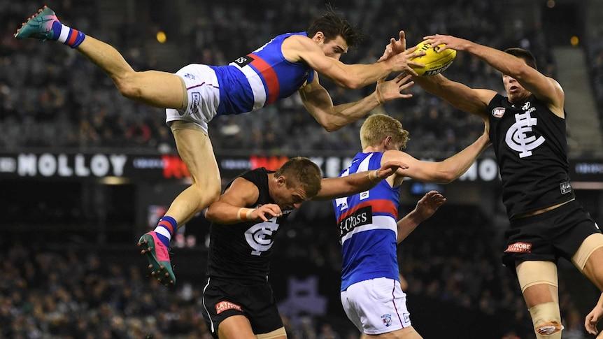AFL live ScoreCentre: Hawks vs Eagles Bulldogs vs Blues Lions vs Dockers live scores stats and results – ABC News