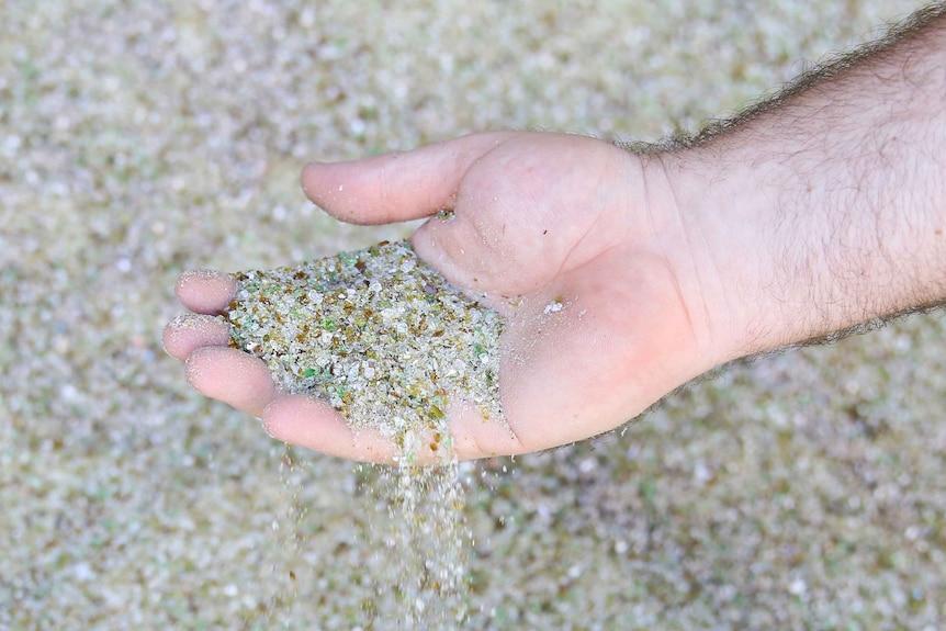 勒·格鲁普集团休姆区处理厂由可回收材料加工而来的玻璃沙子。
