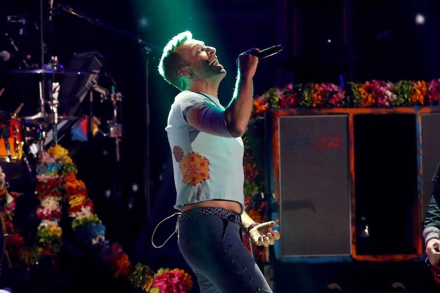 Radiohead performs on stage