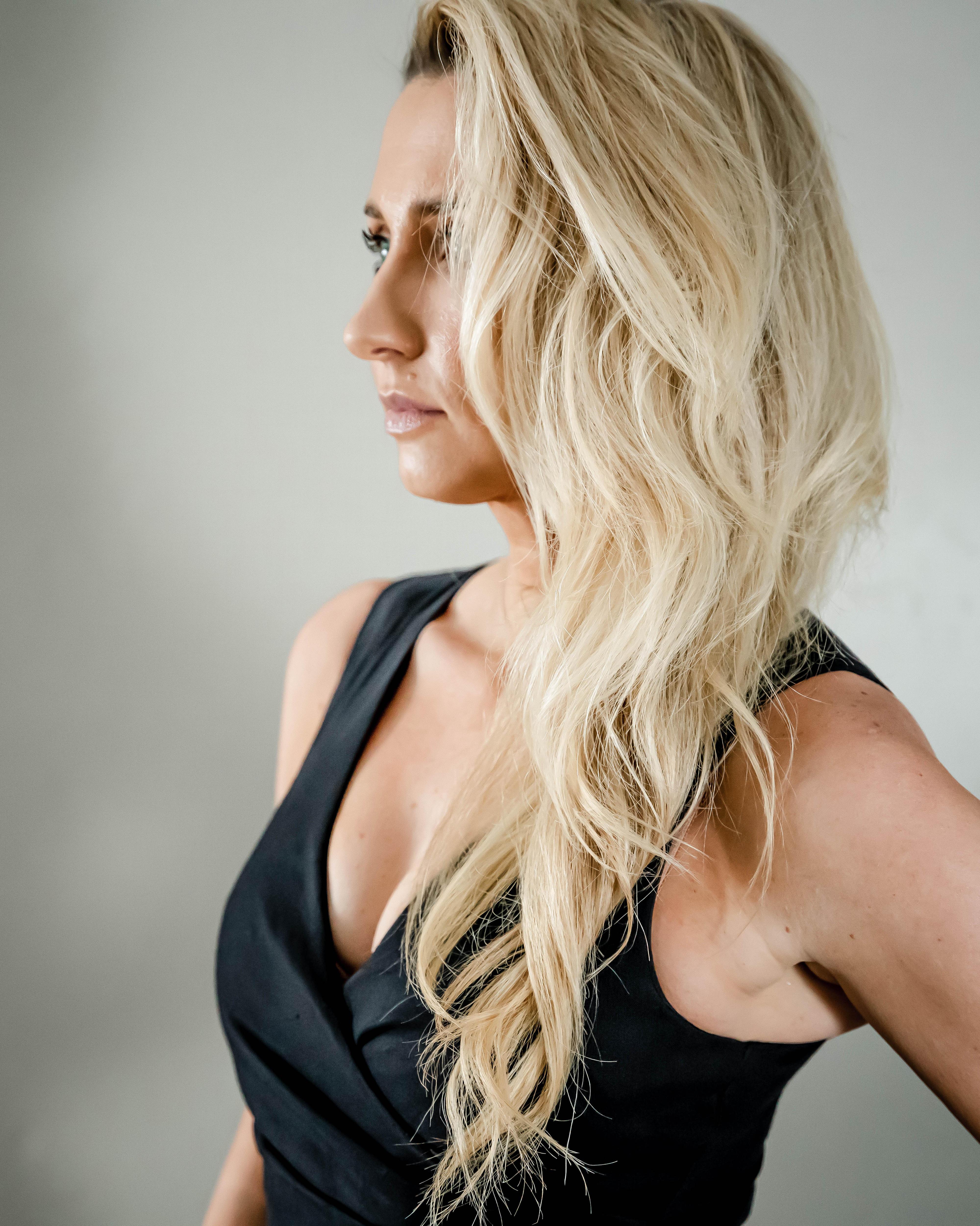 Julia side profile shot