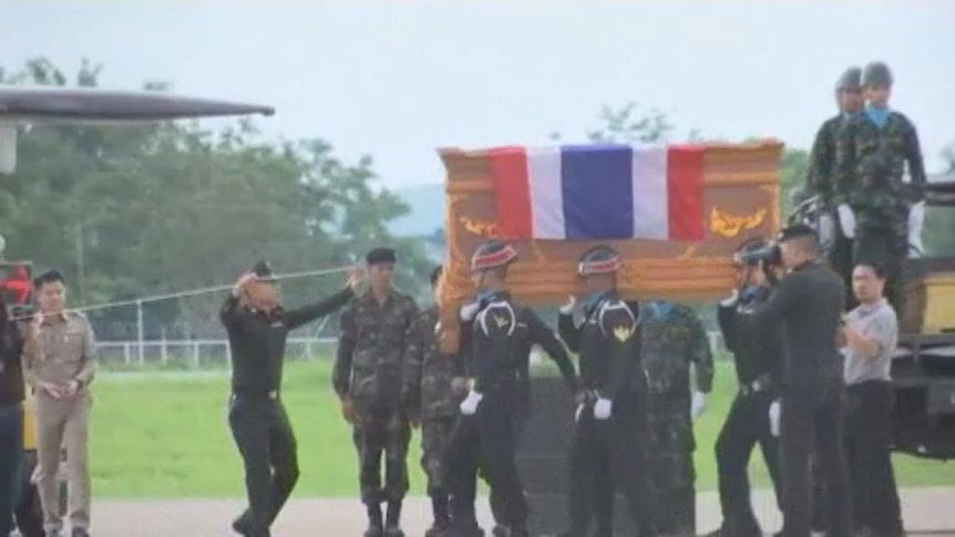 The body of Saman Gunan, who died trying to rescue 12 trapped boys and their football coach, was transferred to Chiang Rai airport.