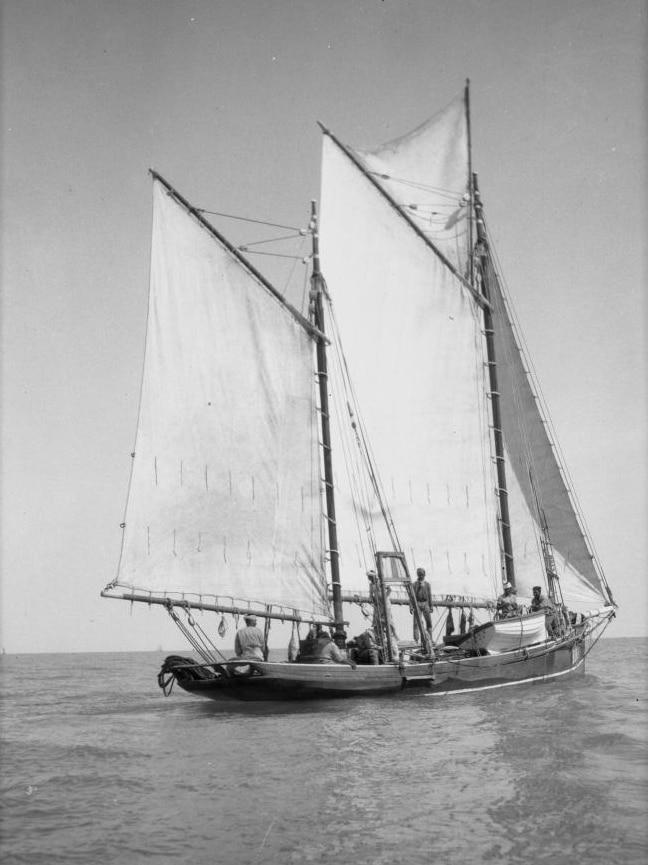A Broome luggerr under full sail.