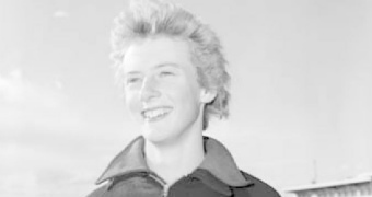 A black and white photograph from 1958 of Betty Cuthbert at an event