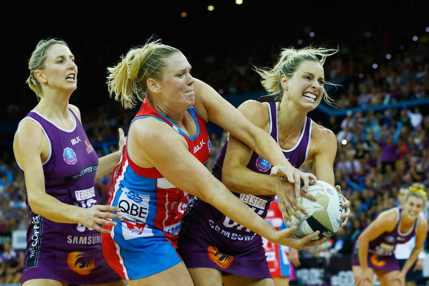 Laura Geitz and Caitlin Thwaites fight for the ball in the grand final