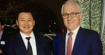 Malcolm Turnbull and Liu Xiaodong shake hands.