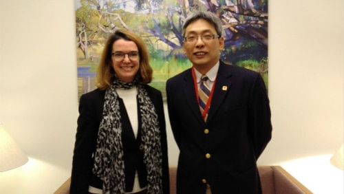 Cai Wei and Anne Ruston in an office.