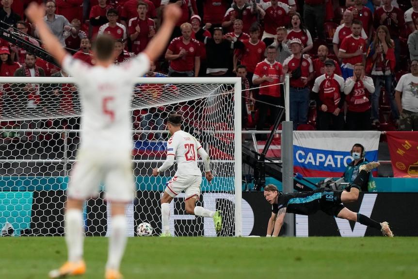 Yussef Poulsen scores for Denmark against Russia