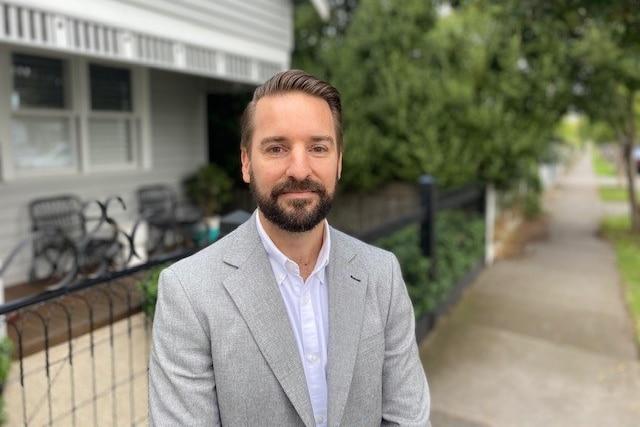 Il broker di mutui Ryan O'Keefe afferma che il numero di clienti nei suoi libri contabili che ricevono aiuto dai loro genitori è raddoppiato.