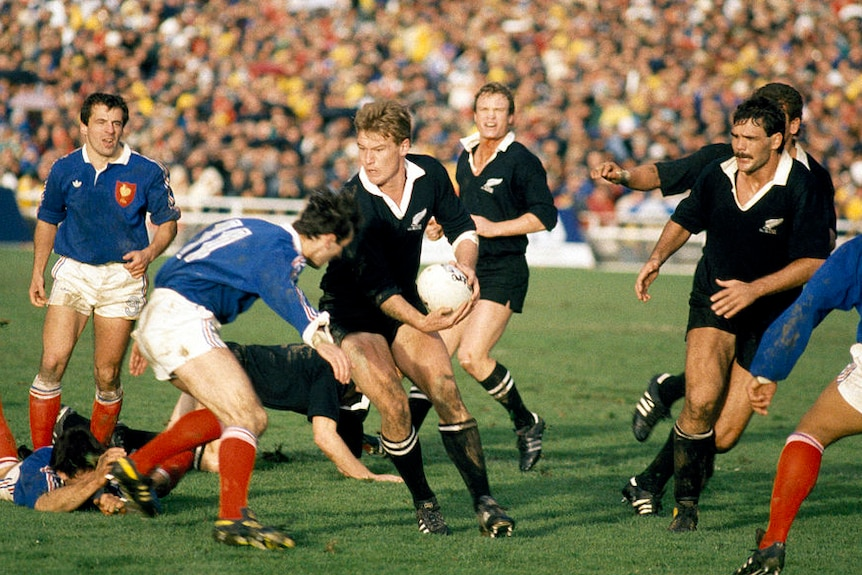New Zealand wing John Kirwan (centre) breaks past Patrice Lagisquet of France (11) during the Rugby Union World Cup Final.
