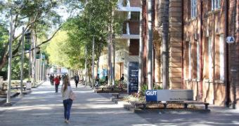 Students walk through QUT gardens point campus in Brisbane - generic