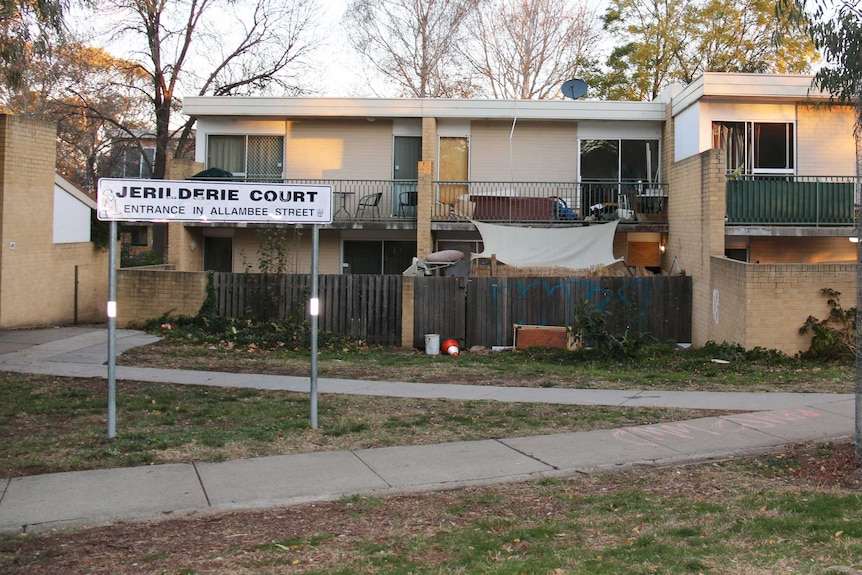 A row of units and the sign saying 'Jerilderie Court'.